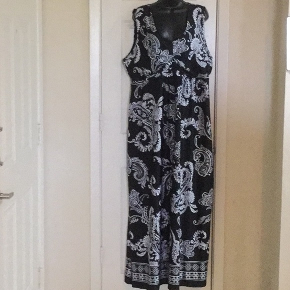 Dresses & Skirts - Elementz Dress